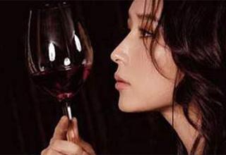 葡萄酒是女人的贴身美容保健医生