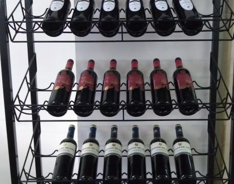 挑选葡萄酒要看两处